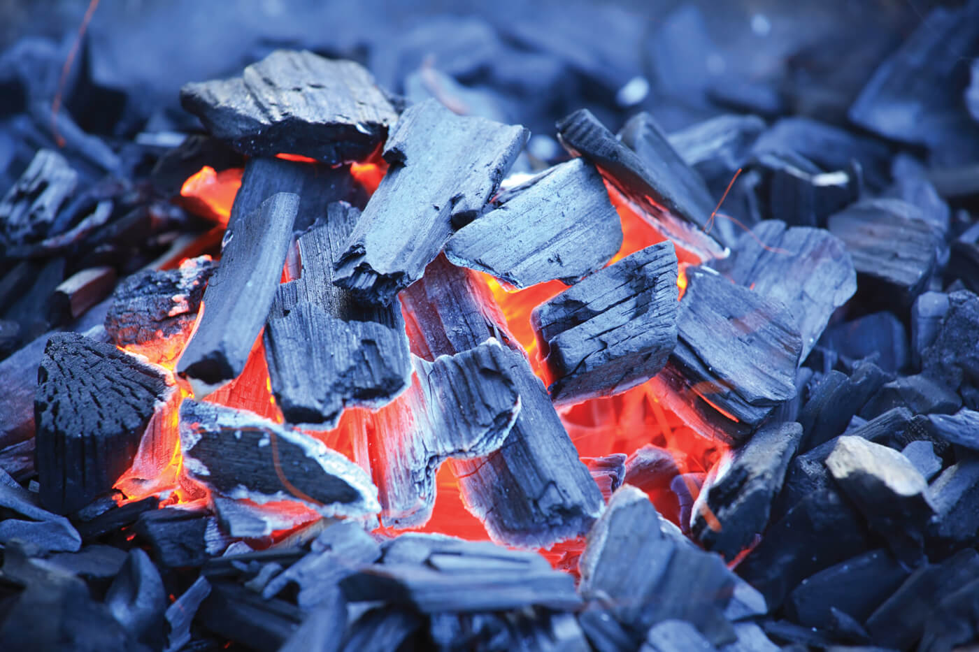 When waiting for your fire to mature, look for the orange-pink glow in between the wood chips. Excessive smoke should subside, as well.