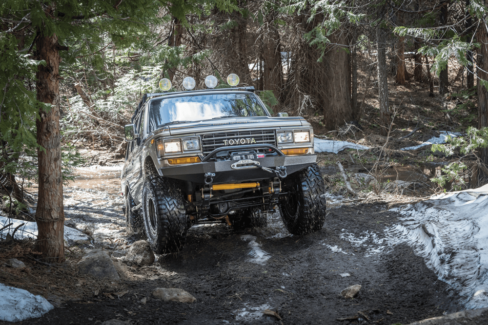 Toyota Land Cruiser FJ62 off-road terrain