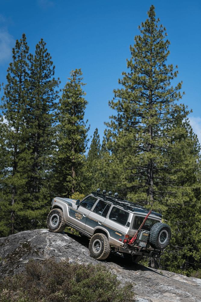 Toyota Land Cruiser FJ62 rock climbing
