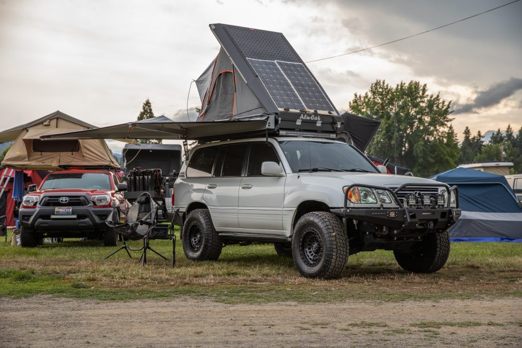 Toyo Tires Trailpass: white Lexus LX470 with Alu-Cab rooftop tent