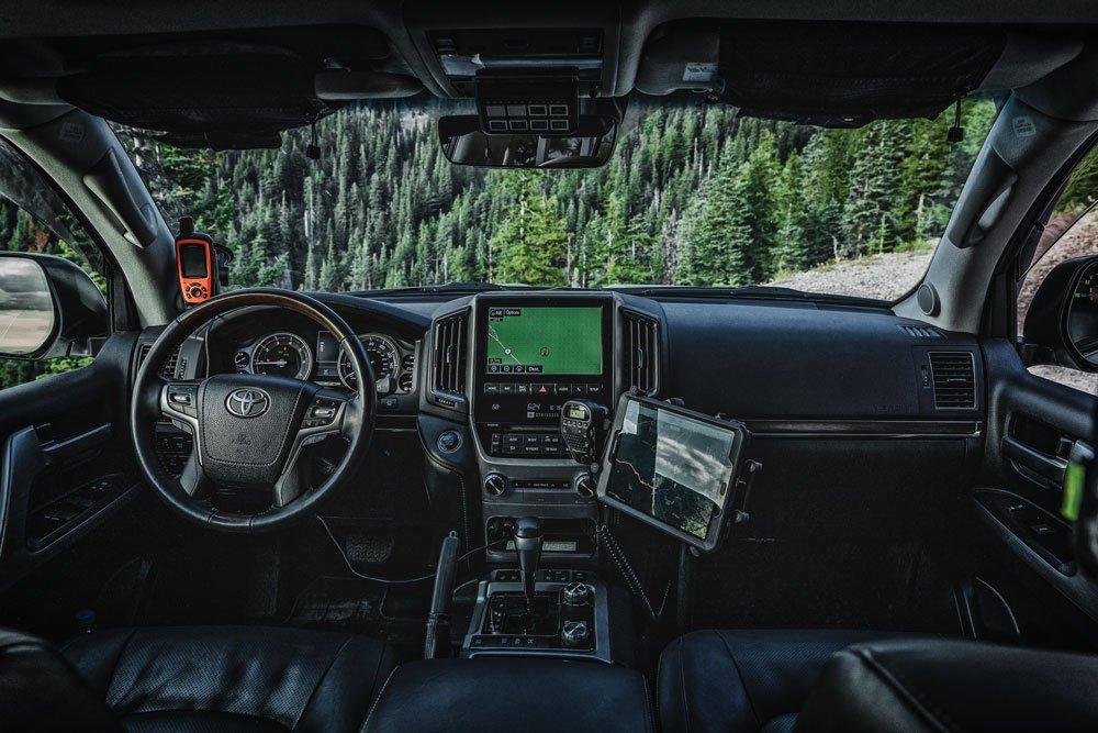 Toyota Land Cruiser 200 Series cockpit