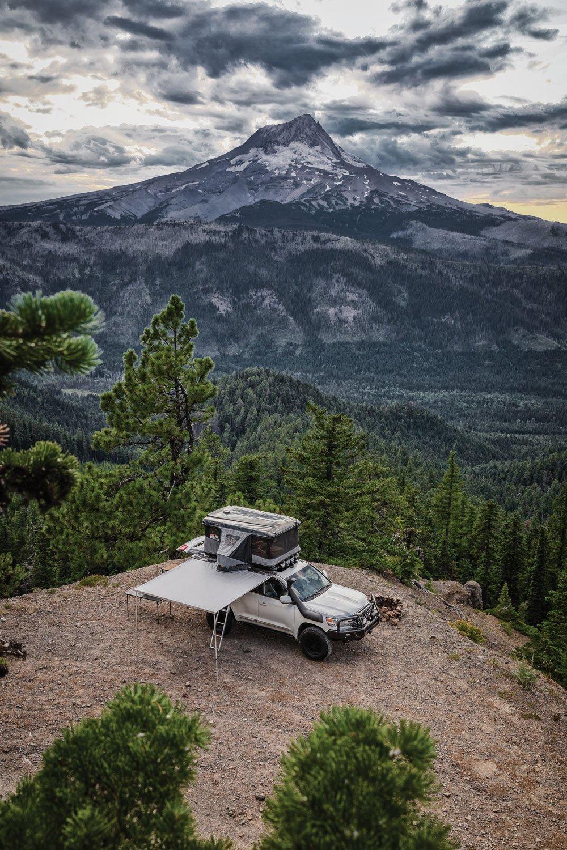 Toyota Land Cruiser 200 Series tent camp site