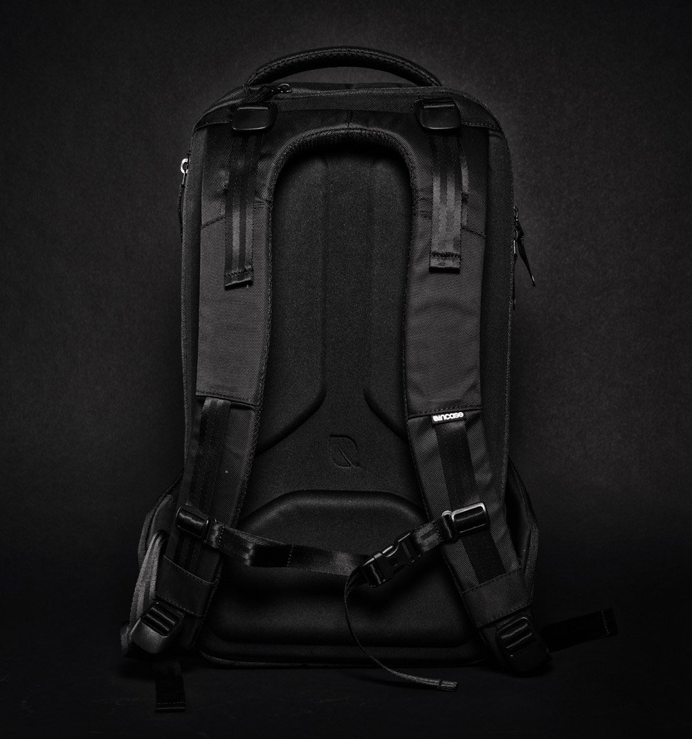 Incase Icon backpack black back