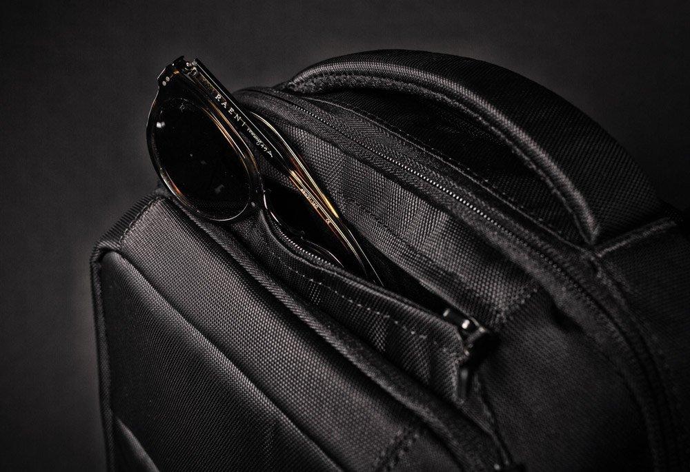 Incase Icon sunglasses pocket