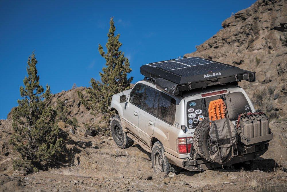 Lexus LX470 mountain climbing