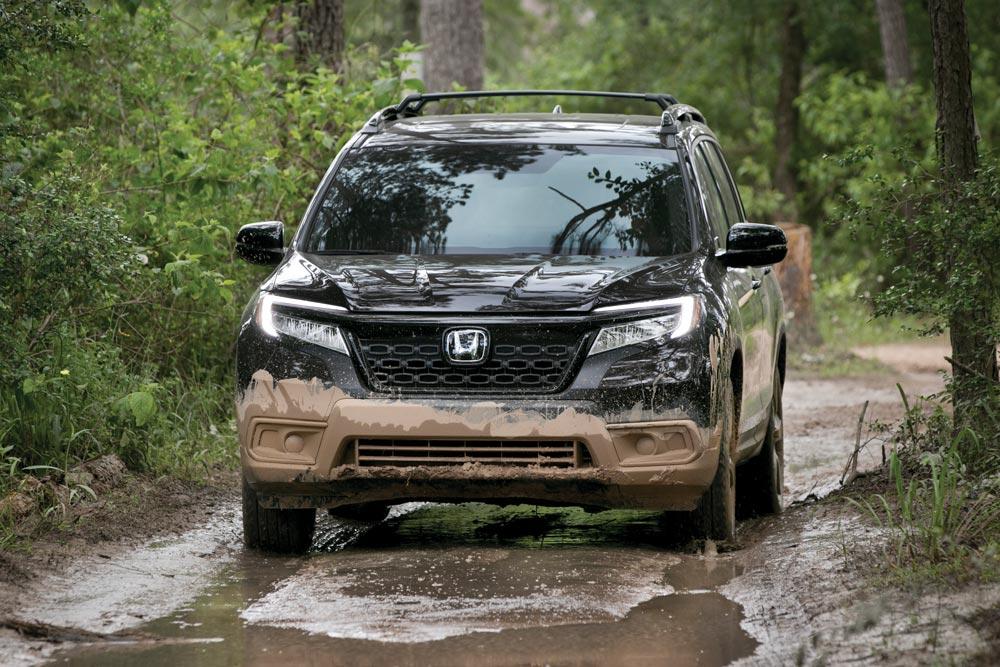 2019 Honda Passport Elite SUV front view AWDs