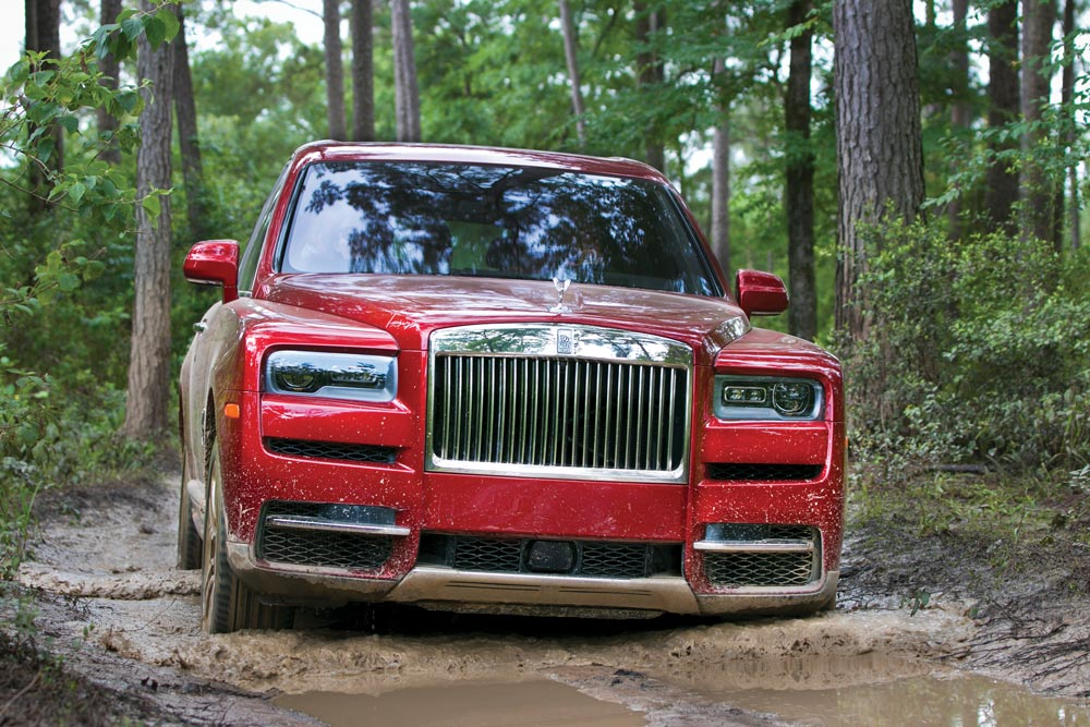 2019 Rolls-Royce Cullinan SUV front view AWDs