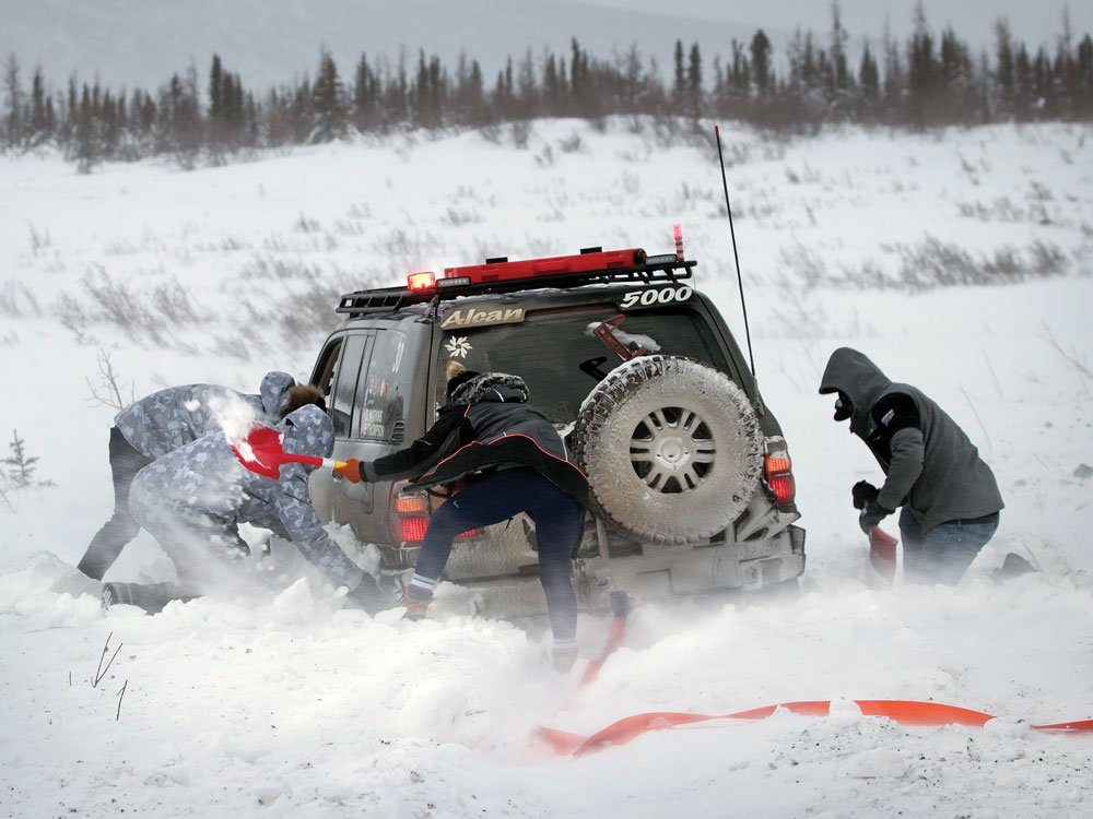 Team 30 getting help with recovery during the 2020 Alcan 5000 Rally