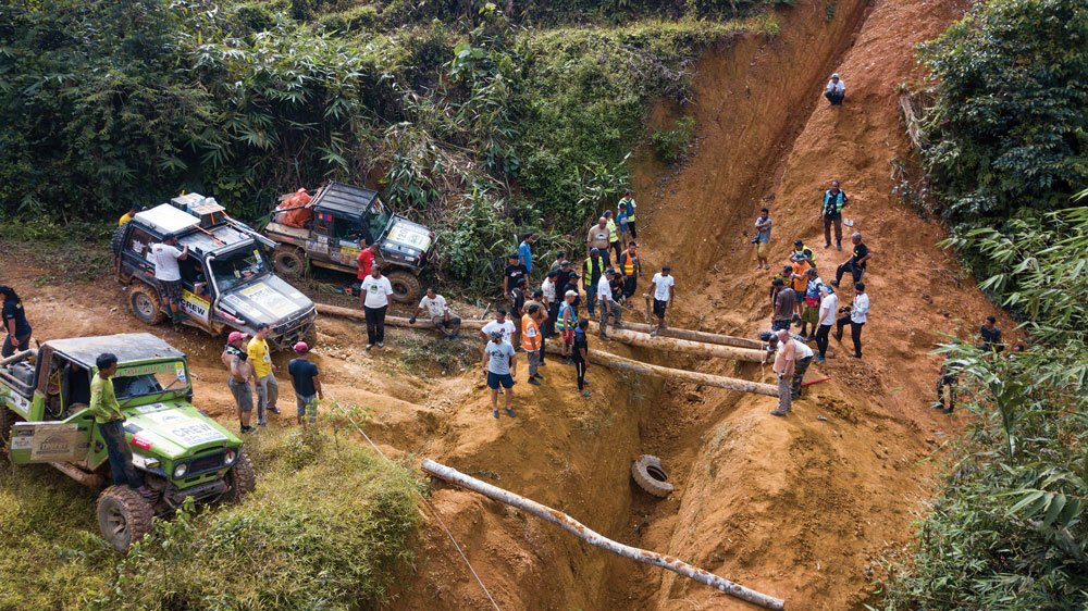 Making a log bridge to get over the elephant ditches in the Malaysian Highlands