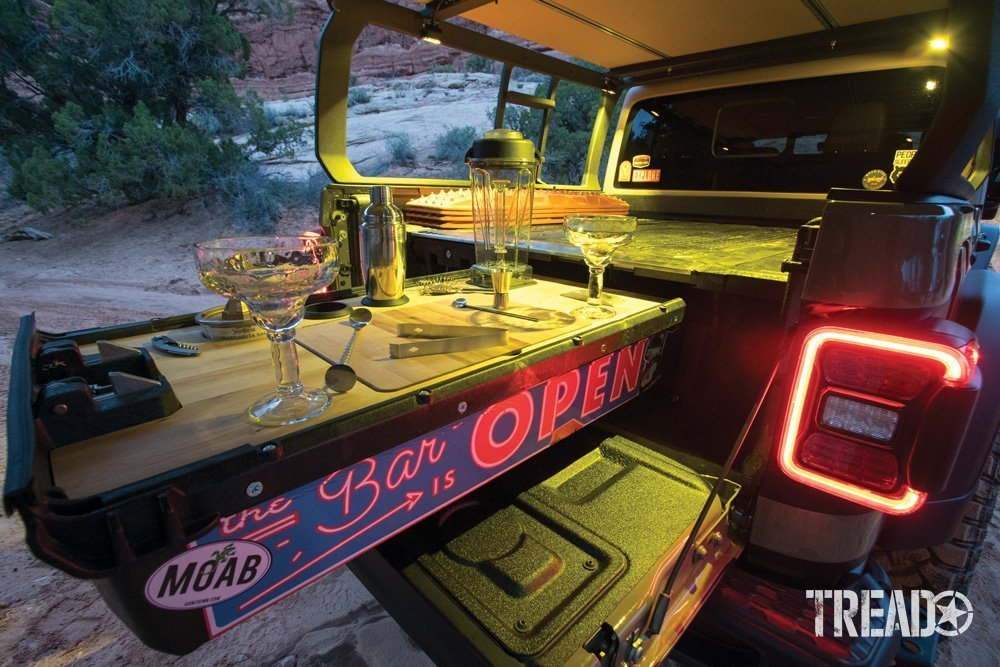 Slide-out bar to serve drinks on a Gladiator 4x4