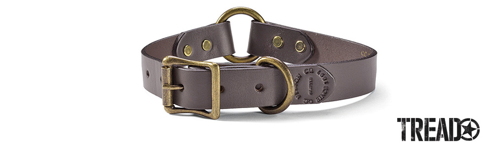 This dark brown Filson 1-inch-wide dog collar is made with USA-tanned, saddle-grade bridle leather for maximum durability. It features a safety O-ring for inversion and a D-ring lead attachment.